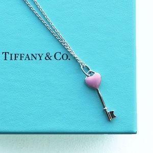 CAROL ❤️Tiffany & Co. Pink Heart Key Necklace❤️